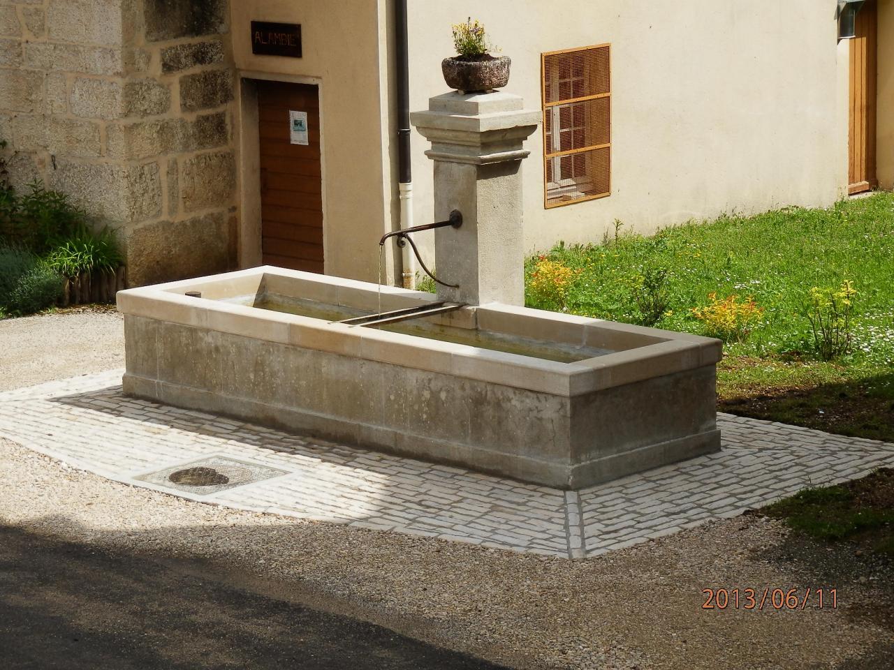 Fontaine de village à La Frasnée